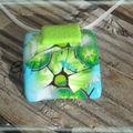 pendentif fleur et kiwi sur buna blanche creuse