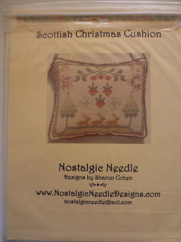 NOSTALGIC NEEDLE SCOTTISH CHRISTMAS CUSHION
