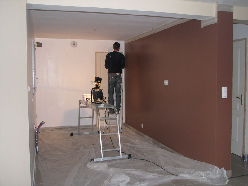 Peinture sur le point d 39 tre fini la construction de for Peinture salon rouge