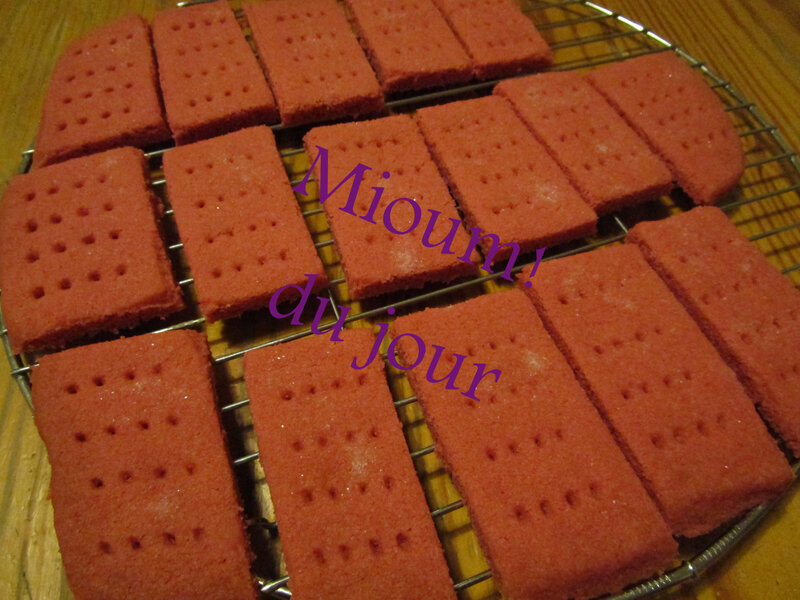red velvet shortbreads4