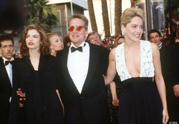 Jeanne Tripplehorn, Michael Douglas et Sharon Stone montant les Marches