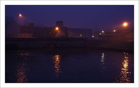 ville_brume_matin_riviere_pont_150111