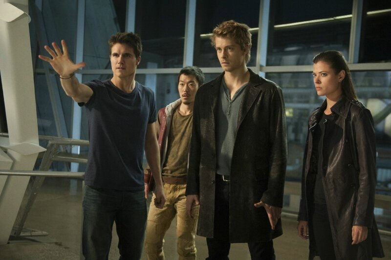 Robbie-Amell-Aaron-Woo-Luke-Mitchell-and-Peyton-List-of-The-Tomorrow-People