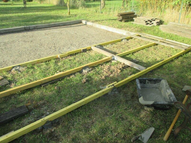 Petite terrasse de r cup ration pour terrain de p tanque cathypety - Construire un terrain de petanque ...