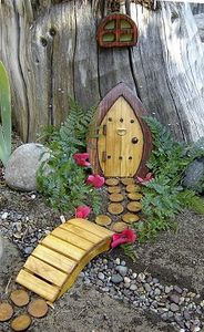 tree-trunk-fairy-door