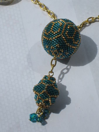 chanel_beads