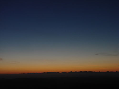 2008 09 08 Vu sur les Alpes avant le levé du soleil depuis le Mont Mézenc