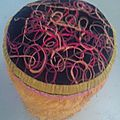 1 pouf+1 béret+1 couverture en poils orange 70' =