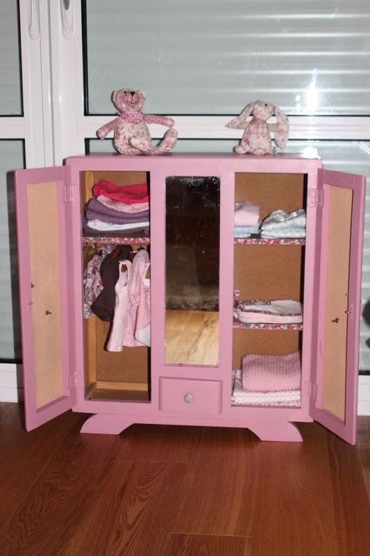 l'armoire des poupées