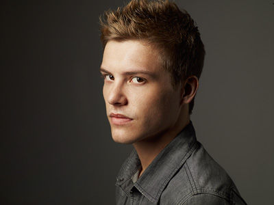 Eclipse_Xavier_Samuel_400