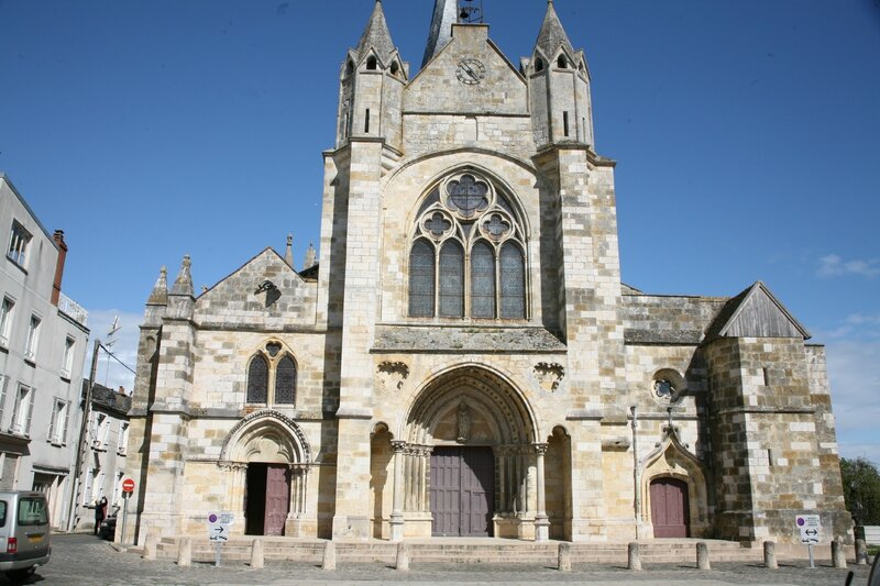 Puiseaux, église Notre-Dame (Photo A. Estienne)