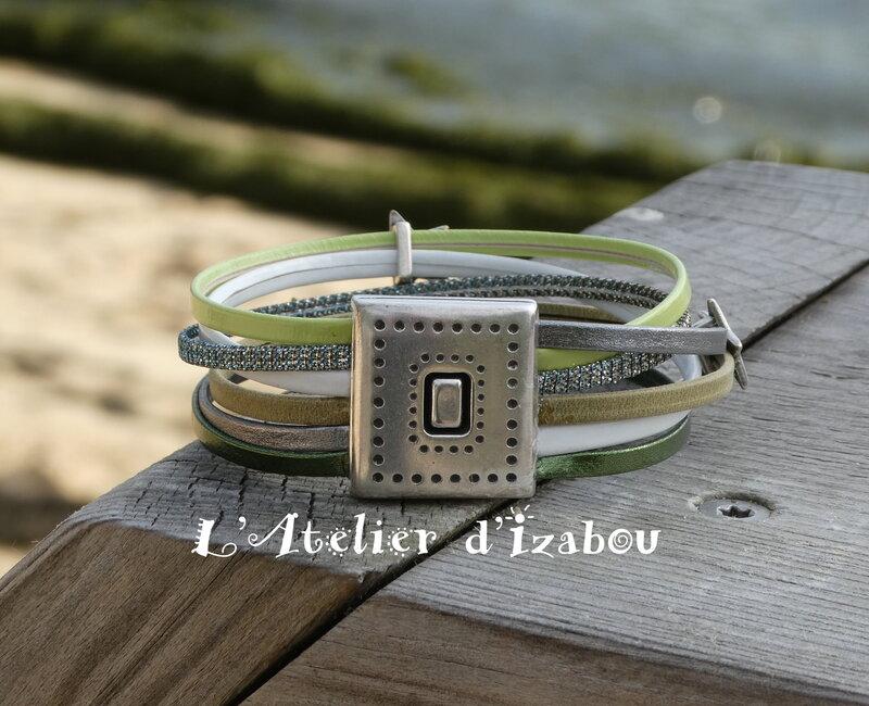 P1010368_Bracelet_multirangs_large_cuirs_vert__blanc_et_argent____toiles