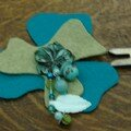 Broche en feutrine et perles (cration Le Comptoir)