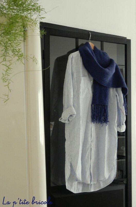 Echarpe bleue avec simplicité 3
