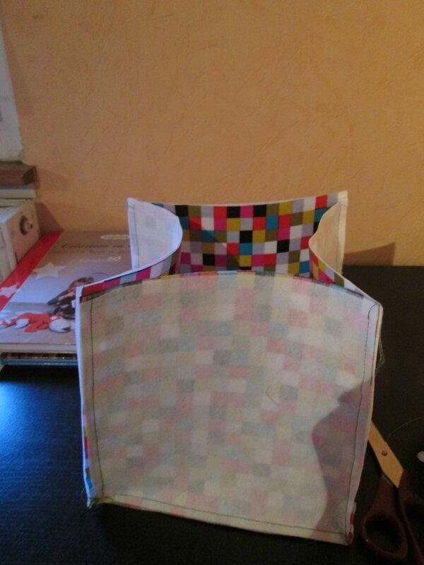 tuto vide poche fil de coton les mains d 39 adele. Black Bedroom Furniture Sets. Home Design Ideas