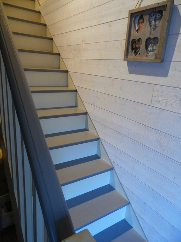 La d co de g g for Photo escalier peint blanc gris