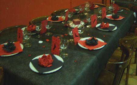 Mon mariage sur le th me du rock en rouge et noir flo for Deco table noir et rouge
