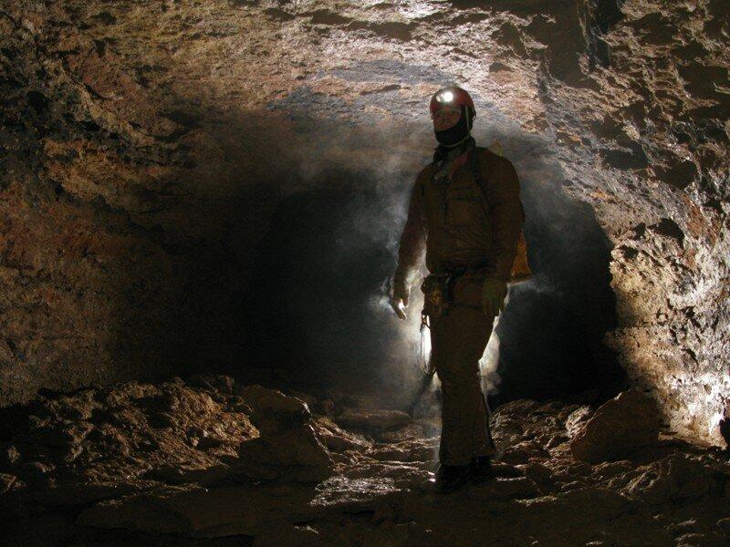 La salle du Carton se développe dans les calcaires marneux du Bajocien