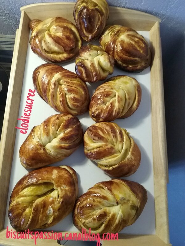 BRIOCHES FOURREES A LA CONFITURE DE PRUNES 104