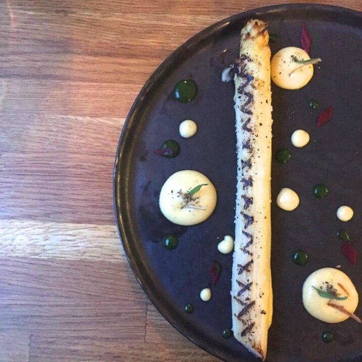 Grosse asperge blanche des Landes, sauce béarnaise,sauce estragon (2)