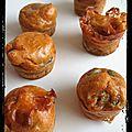Mini muffins rouge au thon à la tomate, olives noires et chèvre