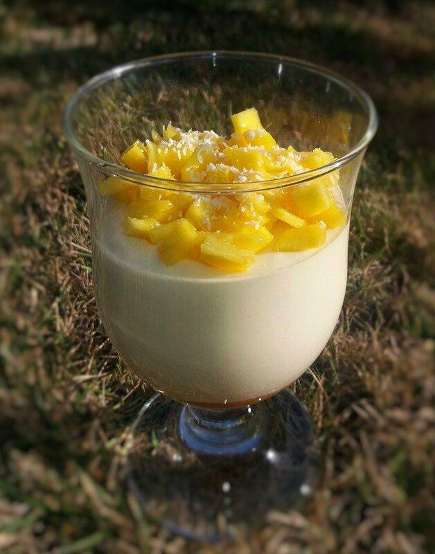 Mousse chocolat blanc fruits exotiques dès de mangue