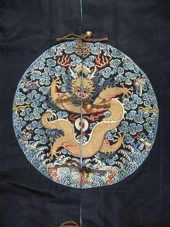 A_Manchu_noblewoman_s_embroidered_midnight_blue_surcoat__longgua_2