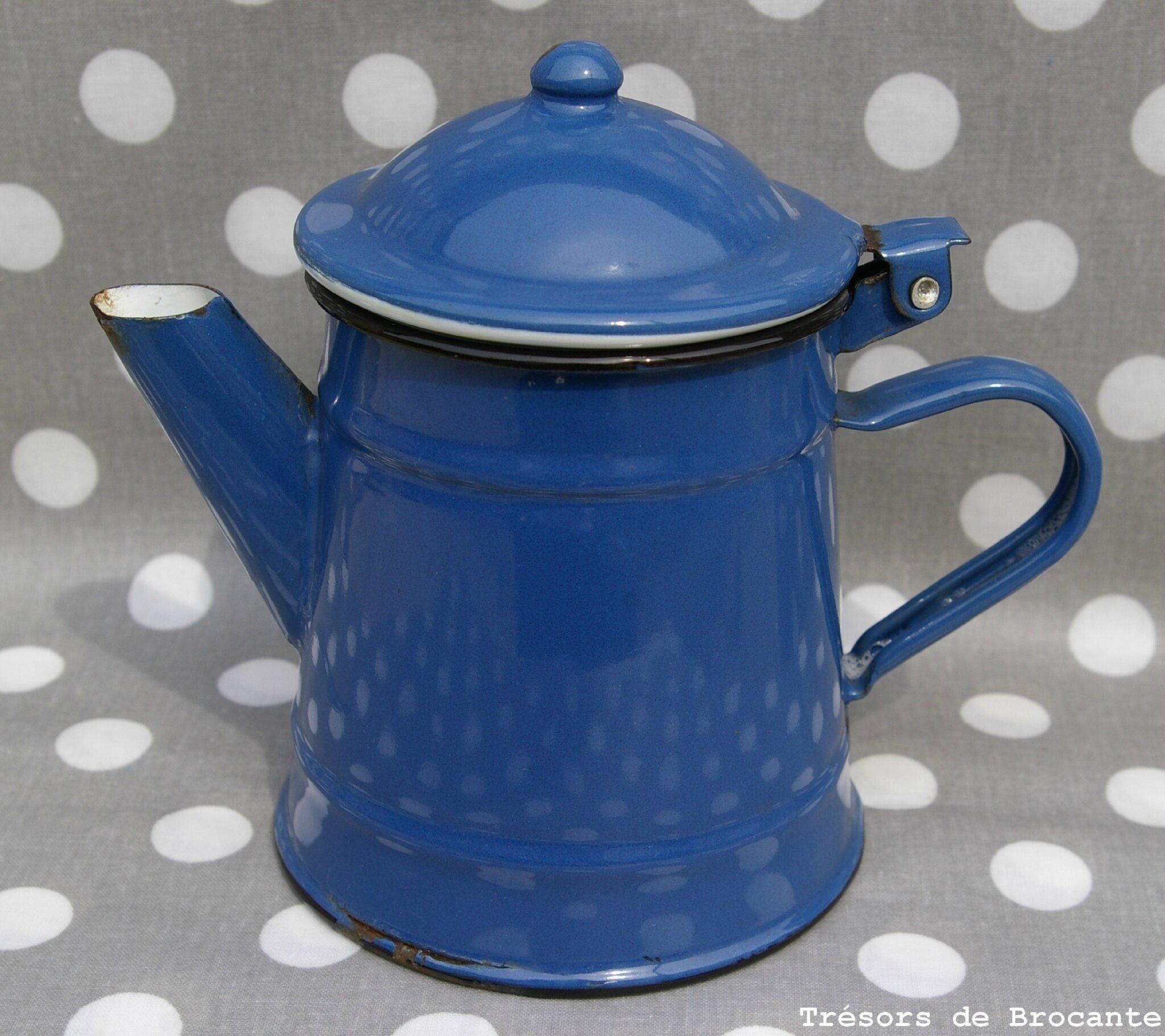 Cafetière en tôle émaillée de couleur bleu