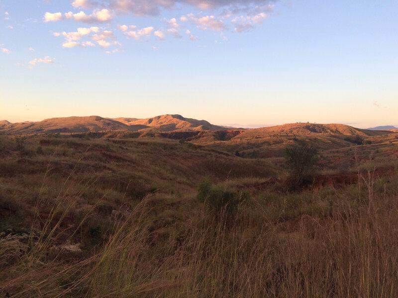 Le soleil se couche sur les dunes