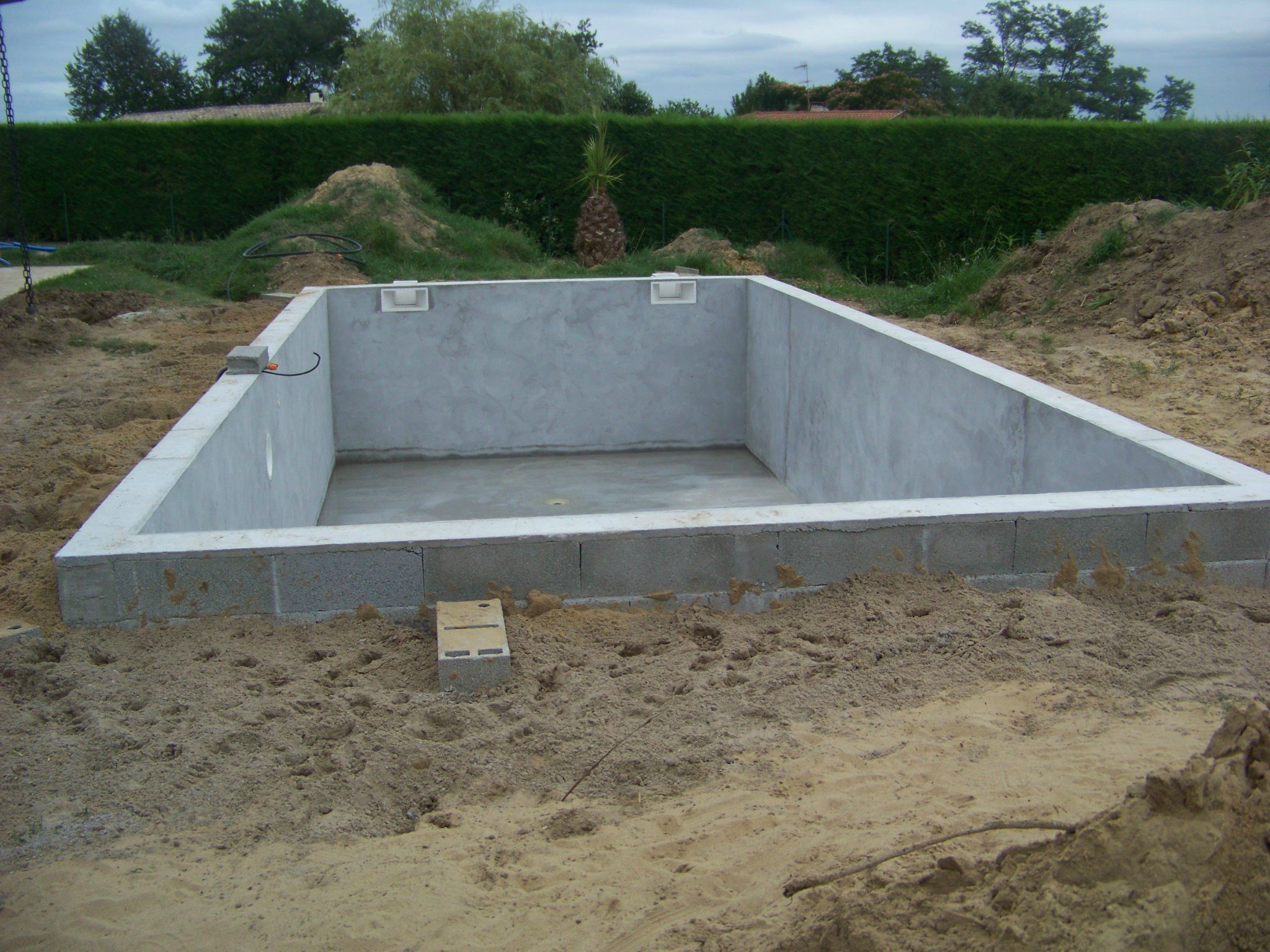 En attendant construction de notre piscine for Construction piscine 46