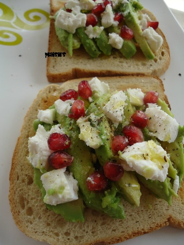 tartine avocat chevre grenade (1)