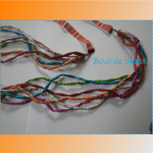 Collier multicolore en papier