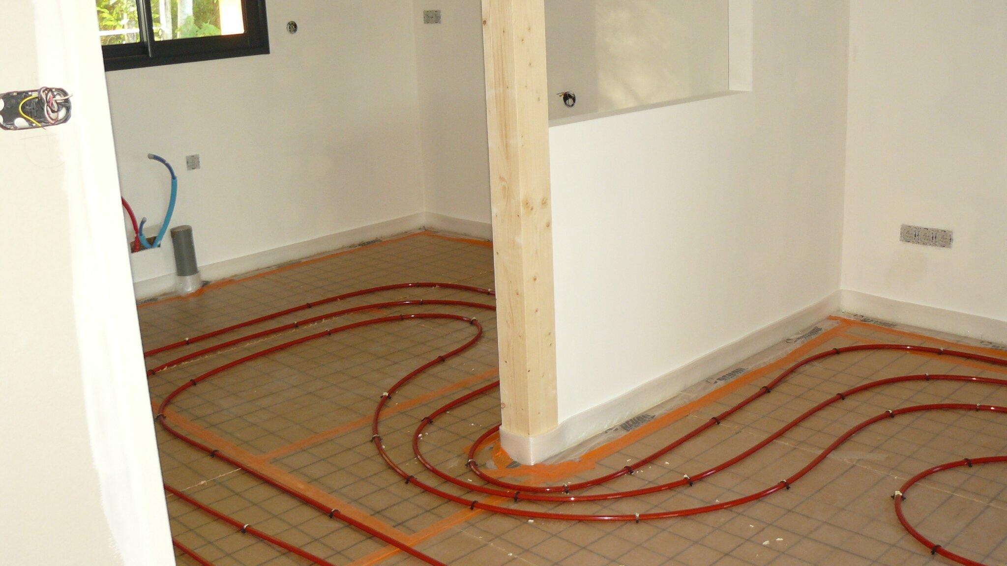Pose chauffage au sol rehau notre projet de maison ossature bois c t lac for Plancher chauffant rehau