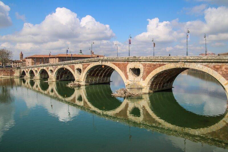 Le Pont Neuf se reflétant dans la Garonne