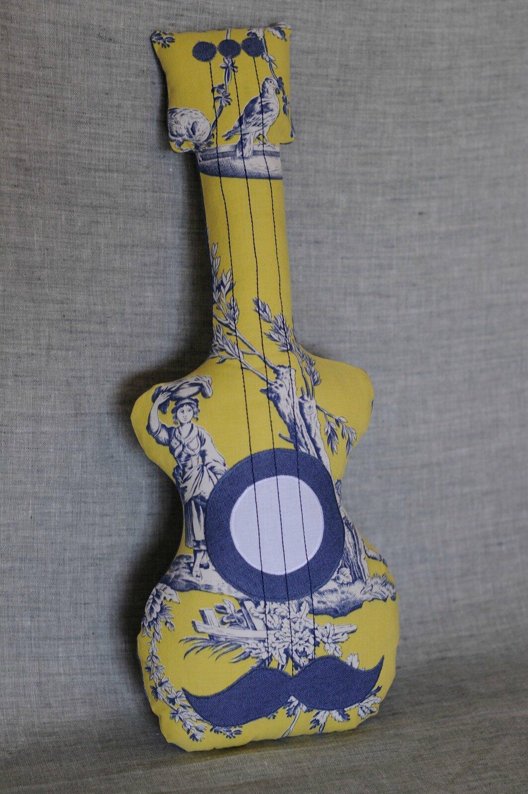 guitare en lin et toile de jouy ancienne