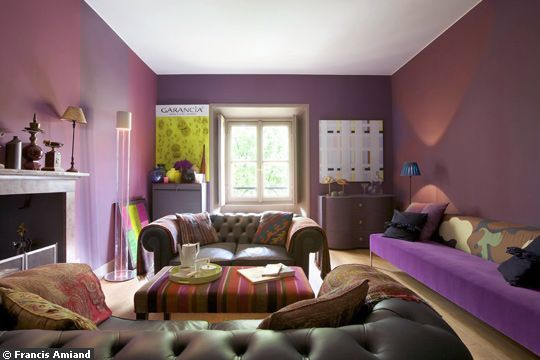 Un appartement tr s haut en couleur une very stylish fille by changer de d co for Decoration salon prune