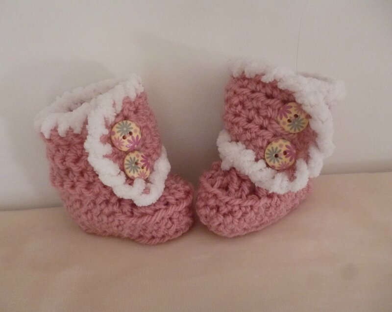 chaussons bottes rose B