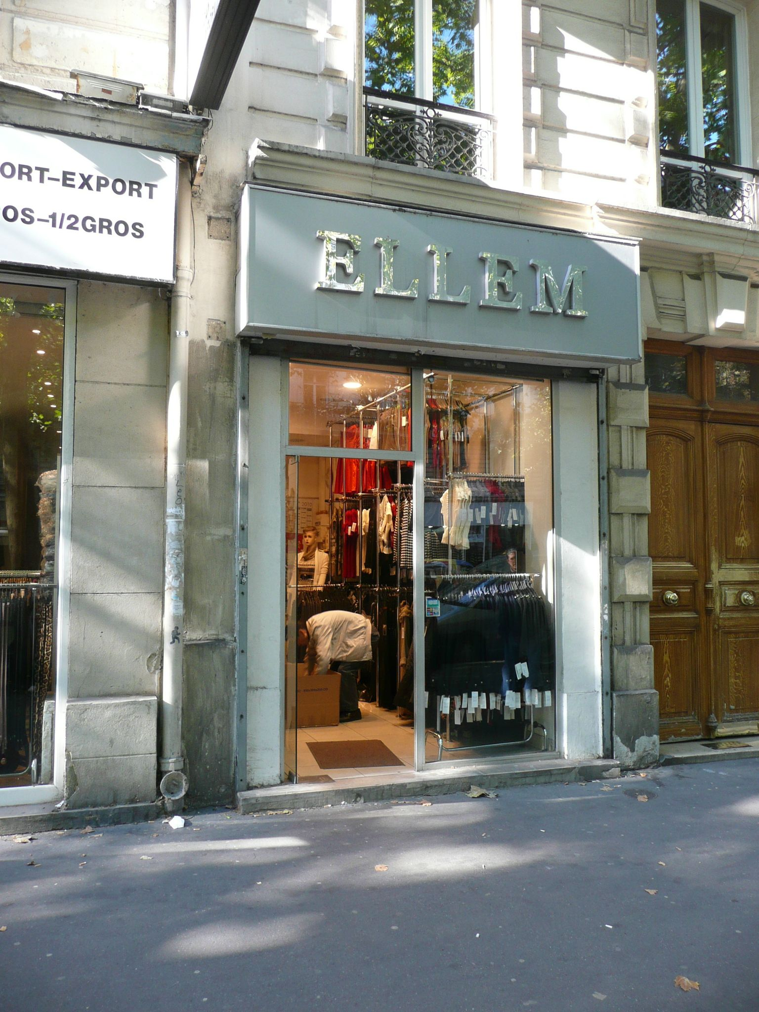 ellem paris 11 habillement jeu de mot photo vitrine humour magasin amour devanture bulent. Black Bedroom Furniture Sets. Home Design Ideas