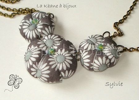 collier 3 potirons liberty daisy taupe détail2
