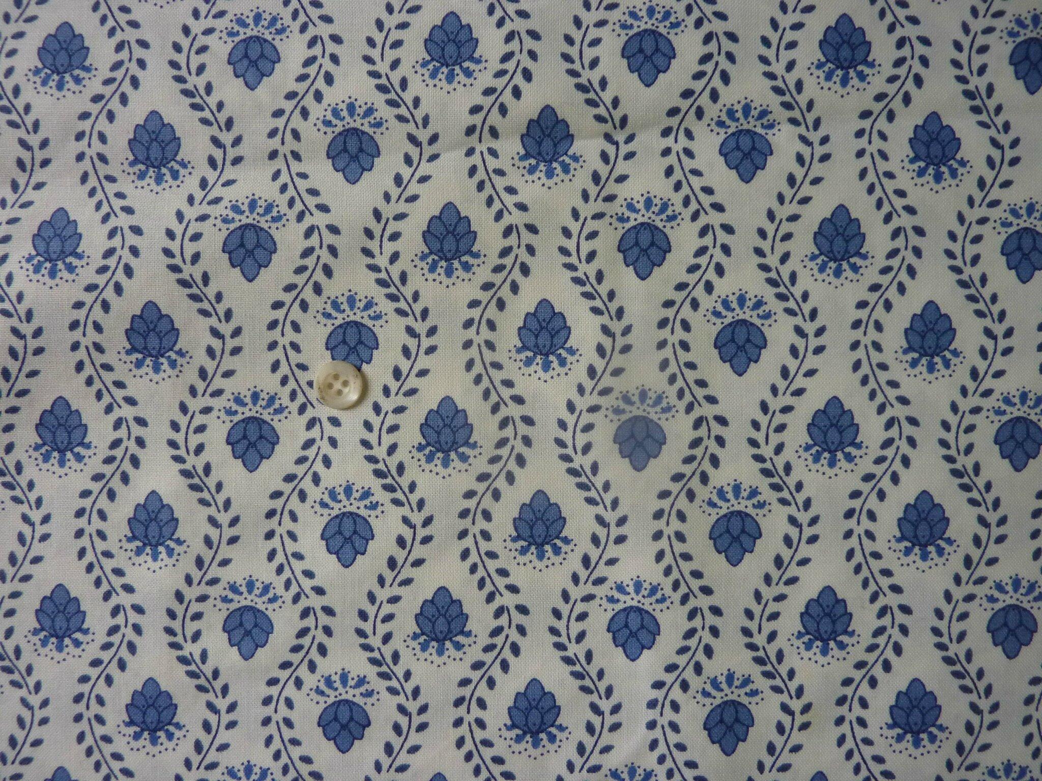 1792 coupon de tissu motif fleuri bleu fond blanc l 39 univers textile des ateliers la grande. Black Bedroom Furniture Sets. Home Design Ideas