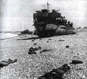 Destroyed_Landing_Craft_on_Beach_at_Dieppe