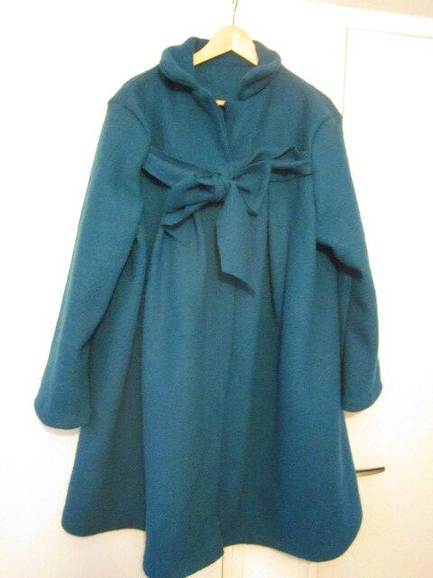 Un manteau AGLAE et le chapeau AGATHE en laine bouillie bleu pétrole pour Marie-Claude...