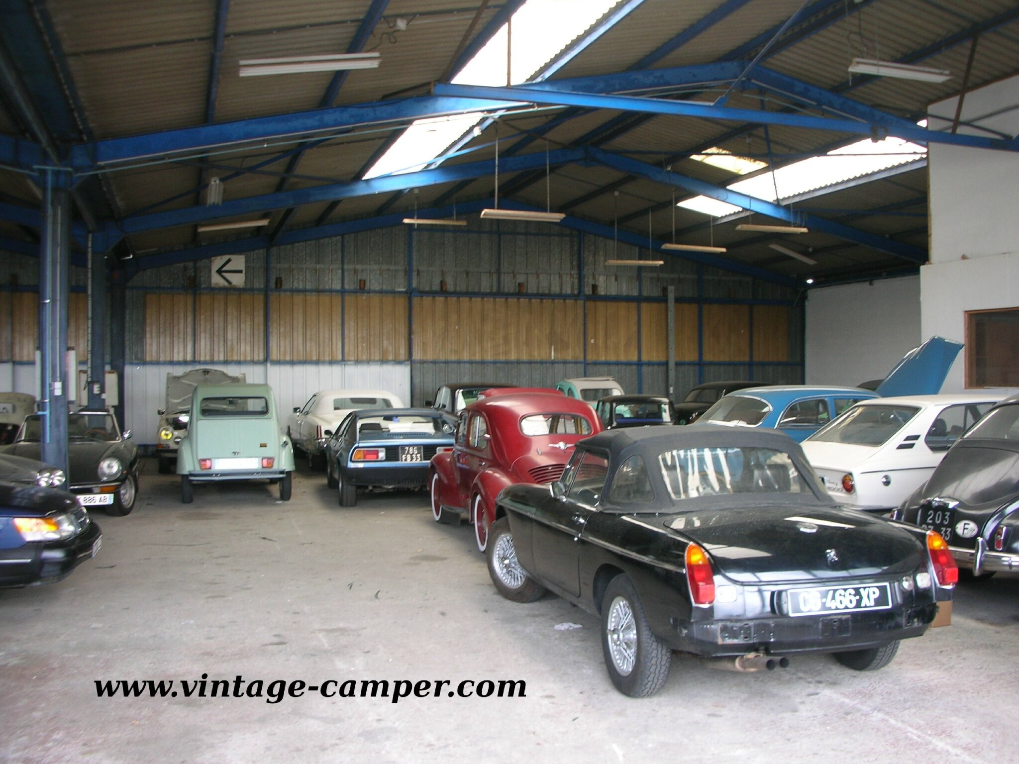 garage voiture ancienne. Black Bedroom Furniture Sets. Home Design Ideas