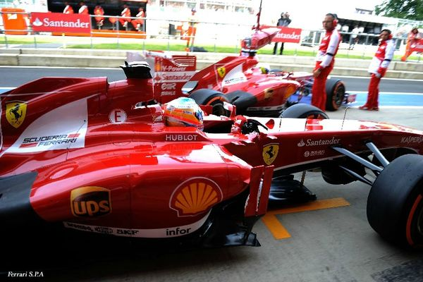 2013-Silverstone-F138-Massa_Alonso-box
