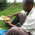 Sandwich sardines - bananes à Dalaba