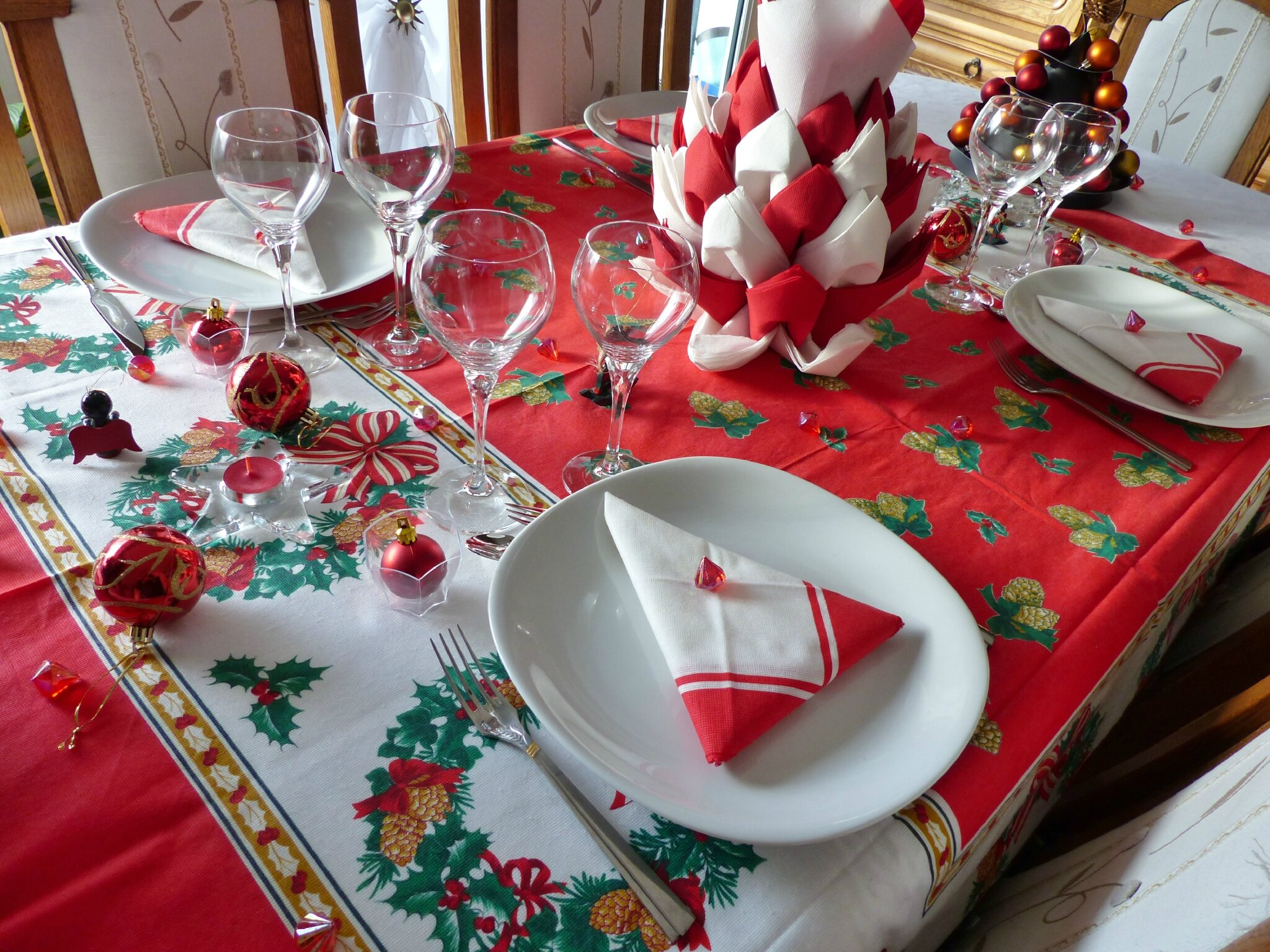 D coration de table clich d 39 un no l en rouge cuill re - Decoration table de noel or et blanc ...