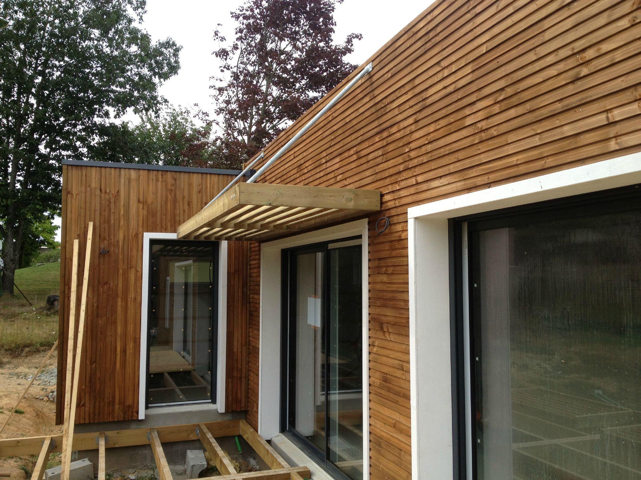 Pose des brisesoleils  Une Maison à Ossature Bois BBC en Loire Atlantique