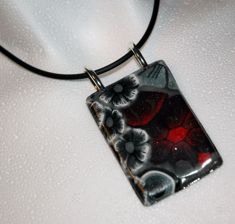 Red_night_Collier_en_pâte_fimo_zoom