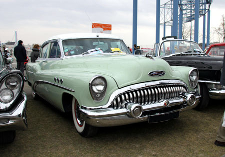 Buick_super_riviera_4door_sedan_de_1953__23_me_Salon_Champenois_du_v_hicule_de_collection__01