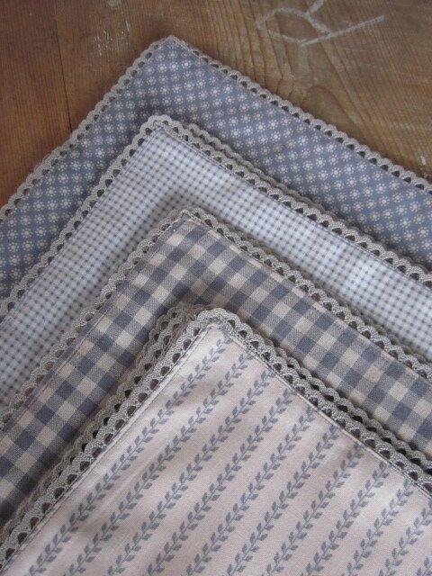 Set De 4 Serviettes De Table 40 X 40 Cousus Dans 4 Tissus